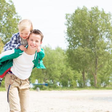 Familiefotografie op het strand van Almere Haven