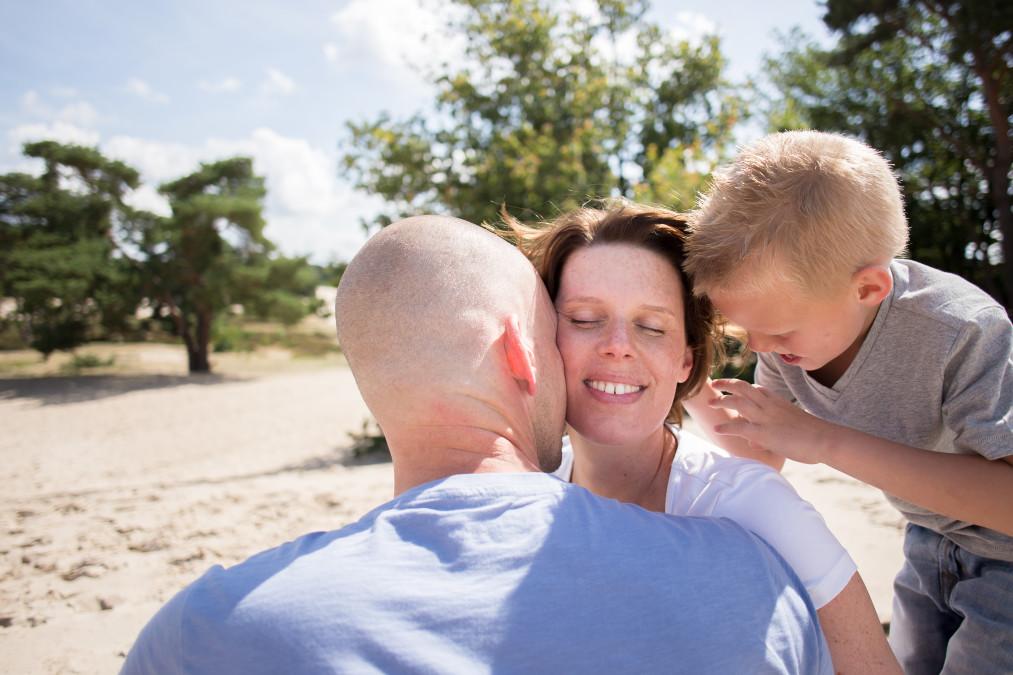 Zwangerschapsfotoshoot van Kelly en familie in Soesterduinen Semper Lumen